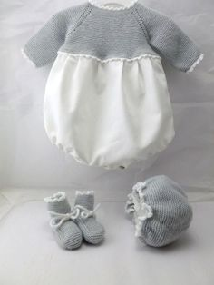 Baby Clothing Set: Romper, Collar, Bonnet And Booties Get the look: This complete baby clothing set includes- Romper With Crochet Bodice Ruffle Col Knitted Baby Clothes, Baby Hats Knitting, Knitting For Kids, Tricot Baby, Baby Olivia, Baby Pants, Baby Sewing, Kind Mode, Outfit Sets