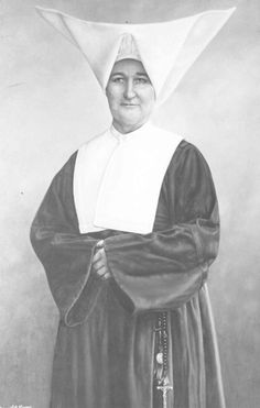 Sister Chrysostum Moynahan served with 189 other Daughters of Charity caring for soldiers of the Spanish-American War. She became the first registered nurse licensed to practice in the State of Alabama. Nursing License, Treaty Of Paris, Daughters Of Charity, Nuns Habits, Corporate Women, The Spanish American War, Professional Nurse, Us History, Portrait