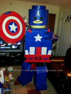 Coolest LEGO Minifigure Super Hero Costumes: Captain America, Wolverine and Flash ...This website is the Pinterest of birthday cakes