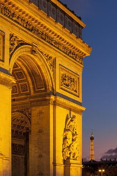 Twilight at Arch de Triomphe with the Eiffel Tower beyond, Paris France © Brian Jannsen Photography