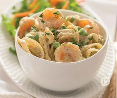 Shrimp Fettuccine Skillet Recipe │This Creamy fettuccine and shrimp is no hassle and comes together in less than 30 minutes!