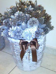 Sfere decorate con pigne e perle decorazioni natalizie - Pigne decorate natalizie ...