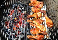 Csirkecomb faszénen grillezve Tandoori Chicken, Bacon, Bbq, Ethnic Recipes, Food, Drink, Crickets, Barbecue, Beverage