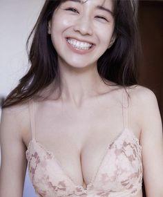 Japanese Sexy, Japanese Beauty, Asian Beauty, Beautiful Girl Photo, Beautiful Asian Women, Beautiful Ladies, Cute Asian Girls, Cute Girls, Asian Cheerleader