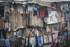 Slum by Vincent Leterrier Rich Man Poor Man, India Architecture, City Scapes, Homeless People, Slums, Travel Tours, Clothes Line, Drawing People, Manila