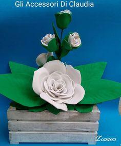 cassetta con rose bianche