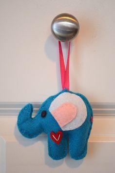 Making DIY Felt Elephants (21)