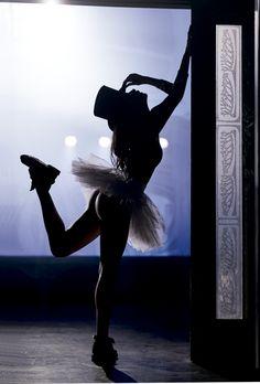 Uma das mulheres mais sensuais da TV, Maria Casadevall vai tirar seu fôlego nestas 16 fotos que ela fez especialmente para o aniversário da VIP. Tudo bem, você vai sobreviver. Enfeitiçado, mas vai...