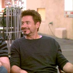 RDJ Laughter spasm attacks... SOO ADORABLE<3