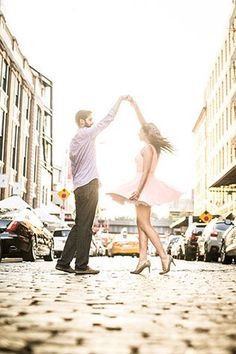 A stylish and urban summer New York City engagement session // photo by Priyanca Rao Photography: http://priyanca.com || see more on http://www.artfullywed.com
