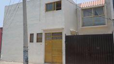 Amplia Casa en Venta, 300 m2 de Terreno, 308 m2 de Construccion, Consta de 2 niveles, con 4 recamaras (la principal muy amplia y con closet), 3 banos,...