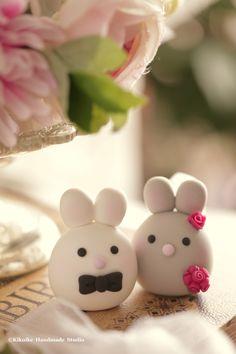 Bunny and Rabbit wedding cake topper #cute #mochiegg #weddingideas #claydoll #forestwedding #handmadecaketopper #customcaketopper #weddingceremony #animals #ウサギ #토끼 #lapin #Conejo