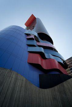 Instituto Ohtake, Arq. Ruy Ohtake, Sao Paulo-Brasil by Sebastián Crespo Arquitectura, via Flickr