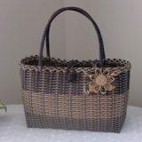 夏に持っているわたしのバッグです。エコクラフトバッグ