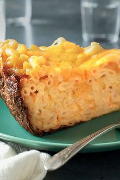 Slow Cooker Mac and Cheese: Classic cafeteria-style goodness, this recipe yields enough to serve as a side for a crowd, or it could be dinner for a family of four. Cheese Dishes, Cheese Recipes, Food Dishes, Side Dishes, Pasta Dishes, Velveeta Recipes, Main Dishes, Macaroni Recipes, Slow Cooker Recipes