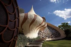 Higly Organic Fluid and Colorful Mansion in Mexic-Nautilus by Javier Senosiain