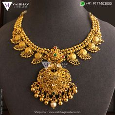 Gold Temple Jewellery, Gold Wedding Jewelry, Gold Jewellery Design, Bridal Jewelry Sets, Gold Jewelry, Gold Earrings Designs, Necklace Designs, Gold Choker, Gold Necklace