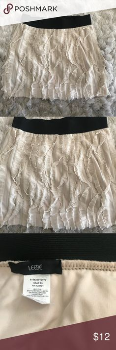 Creme Skirt Never been used! Super cute and stylish! Leebe Skirts Mini