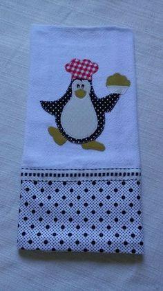 Pano de prato bordado em patchaplique. Barradinho tecido tricoline. Motivo de Pinguim. - A8617A
