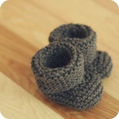 Easy Knit Booties Free Pattern | These traditional baby booties make the perfect shower gift. Knit up a ...