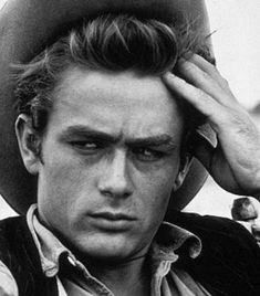 Classic Hollywood Stars ollywood actor James Dean was just 24 years old when his promising . Hollywood Icons, Hollywood Actor, Golden Age Of Hollywood, Vintage Hollywood, Hollywood Stars, Hollywood Glamour, Classic Hollywood, Hollywood Boulevard, Hollywood Actresses