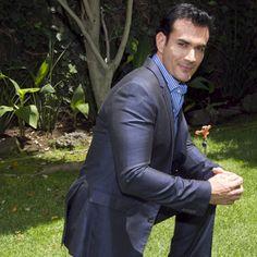 Recientemente se confirmó que el guapo David Zepeda interpretará el tema principal de la nueva telenovela 'Mentir para vivir'.