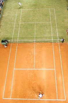 tennis exhibition on half-clay, half-grass court between Federer and Nadal (2007)