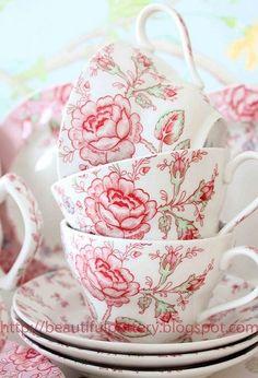 Sada šálků • růžově malovaný porcelán