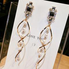 2020 New Crystal Pearl Tassel Earrings Female Long Paragraph Geometric Pendant Earrings Wedding Fashion Jewelry Jewelry Gifts Fancy Jewellery, Wedding Jewellery Gifts, Stylish Jewelry, Jewelry Gifts, Ear Jewelry, Cute Jewelry, Jewelry Accessories, Jewelry Design, Pendant Earrings