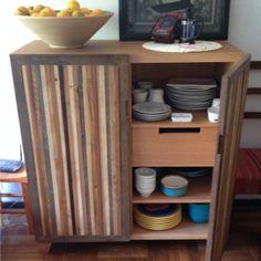 Muebles para tv en madera de cedro y chapa de zebrano for Bar madera nativa