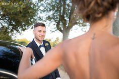 reportaje boda en zaragoza finca torreguayar novio contemplando a la novia