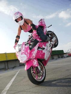 ❤️ Women Riding Motorcycles ❤️ Girls on Bikes ❤️ Biker Babes ❤️ Lady Riders ❤️ Girls who ride rock ❤️ Pink Motorcycle, Womens Motorcycle Helmets, Motorcycle License, Motorcycle Jacket, Biker Chick, Biker Girl, Motard Sexy, Chicks On Bikes, Hot Bikes
