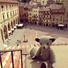 The big square in #Arezzo is splendid and what a view! Ghosts of the #Medici here and a large bell ...