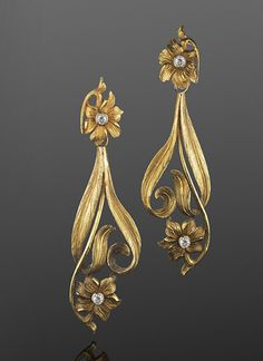 Art Nouveau Yellow Gold and Diamond Flower Motif Pendant Earrings, French, circa 1900