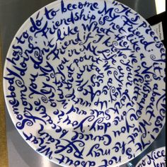 This is called a discussion plate. Next time you have people over, serve cookies/cakes on this plate and get people talking. Tho was spotted at Schiphol's Rijksmuseum store (FYI for the online buyers).