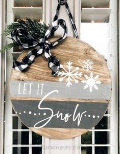 let it snow modern stripe round door hanger – Door hanger Christmas Wood, Christmas Signs, Christmas Projects, Holiday Crafts, Christmas Decorations, Holiday Decor, Christmas Front Doors, Christmas Door Hangers, Wooden Door Signs