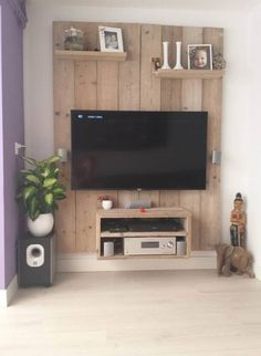 Super cool TV cabinet made of scaffolding wood. Home-made! - Home Page Living Room Tv, Home And Living, Diy Home Decor, Room Decor, Muebles Living, Wood Pallets, Pallet Wood, Pallet Furniture, Home Projects