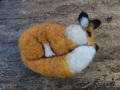 Red fox broach / pin. Needle felted Wool Needle Felting, Needle Felted Animals, Felt Animals, Animal Fibres, Felt Birds, Red Fox, Fiber Art, Dinosaur Stuffed Animal, Inspiration