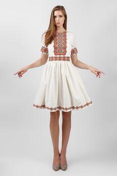 """Сукня HRW-DR15 - унікальний вишитий одяг від студії """"Гойра"""" (Львів). Великий вибір вишитих суконь, індивідуальний пошив. Замовляйте!"""