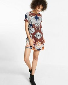 The classic shift dress is done up for right now with a gorgeous rust, navy and white placed print, featuring mixed florals, stripes and touches of paisley. Let it flow as-is for an elegant, curve-skimming shape.