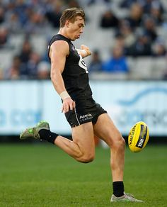 Patrick Cripps Carlton Afl, Carlton Football Club, Male Athletes, Rugby Men, Baggers, Fit Men, Go Blue, Athletic Men, Sport Motivation