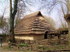 Maison Gauloise, Second Age du Fer  Reconstitution au Parc Archéologique d'Aubéchies