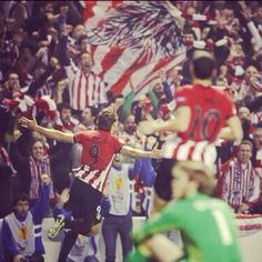 San Memes erupts as Fernando Llorente celebrates his volley for Athlétic Bilbao vs Man Utd, Europa League Round of 16