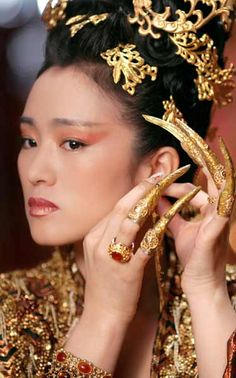 Google Image Result for http://www.lahiguera.net/cinemania/actores/gong_li/fotos/4987/gong_li.jpg