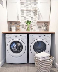 40 Amazingly inspiring small laundry room design ideas Small laundry room design suggestions for your small laundry room must incorporate the appropriate furniture you need to put to the room. You will be startled with the appearance of your laundry room. Laundry Closet Makeover, Laundry Room Remodel, Laundry Room Cabinets, Basement Laundry, Farmhouse Laundry Room, Small Laundry Rooms, Laundry Room Organization, Laundry Room Design, Diy Cabinets