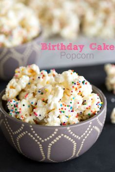 Birthday cake popcorn recipe is a simple popcorn recipe that tastes like birthday cake. No cake mix needed for this dessert! Popcorn Recipes, Best Dessert Recipes, Fun Desserts, Delicious Desserts, Snack Recipes, Flavored Popcorn, Gourmet Popcorn, Party Recipes, Birthday Cake Popcorn