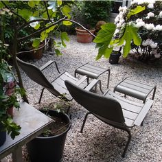 Sfeerbeeld van Low armchair en small footrest Luxembourg in Fermob kleur Savanna