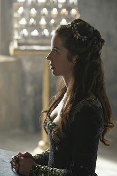 Reign, season 4, episode 1, 《With friends like these》. Queen Mary.