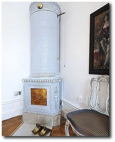 A Nordic Design Staple- The Swedish Kakelugn Tile Stove- Part 1 Small Fireplace, Stove Fireplace, Fireplace Design, Swedish Style, Swedish Design, Nordic Design, Swedish Cottage, Swedish House, Mantel Styling
