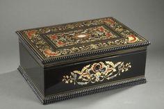 Coffret en bois noirci incrusté de nacre, XIX° siècle